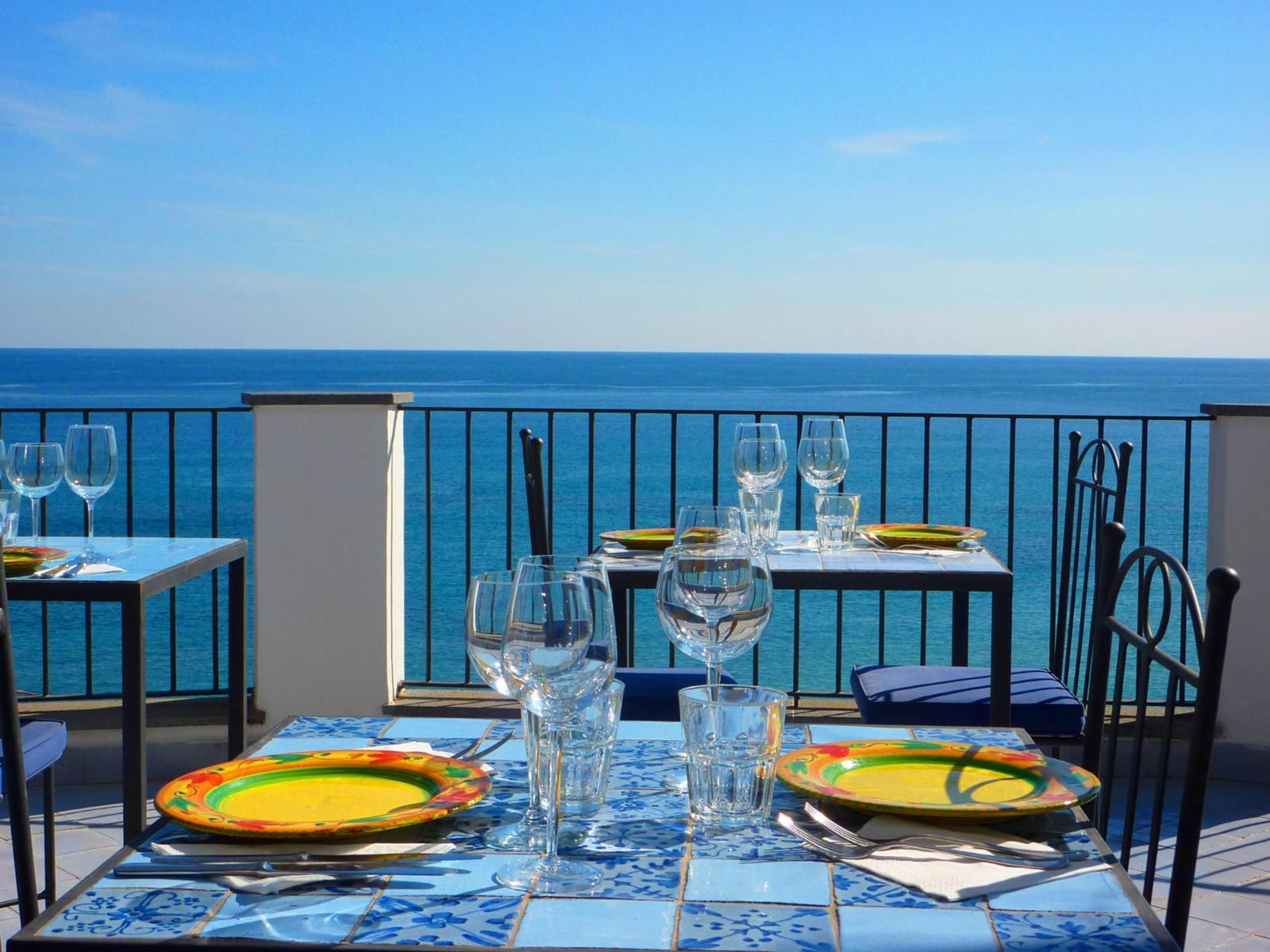 esempio-tavolino-mattonelle-mediterrano
